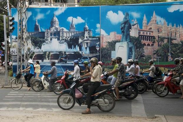Sài Gòn qua bao mùa nhạt phai