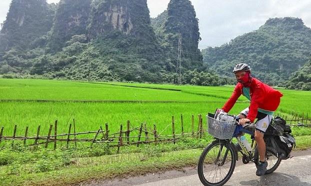 Người mang TrungThu đến với trẻ em nghèo miền núi