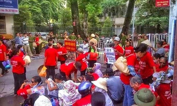 Bất ngờ xử kín 2 nông dân Dương Nội