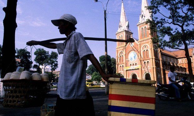 Hàng rong Sài Gòn mùa mưa