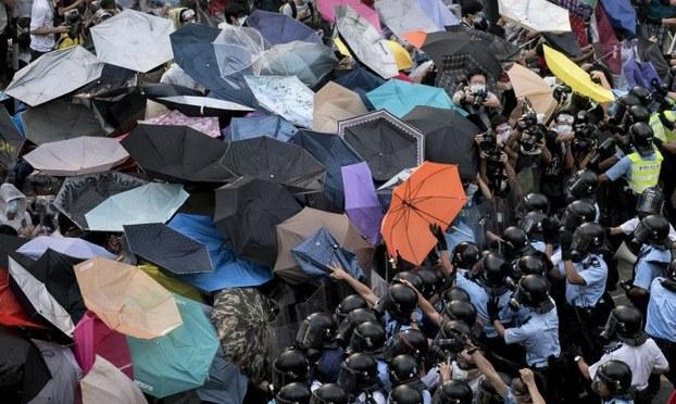 """""""Cách mạng cây dù"""" và báo chí Việt Nam"""