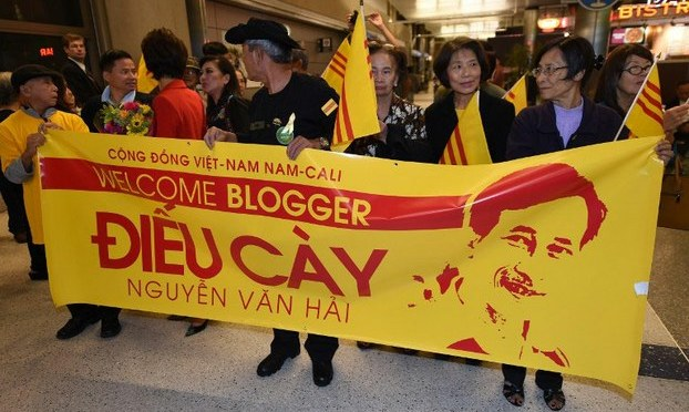 Người Việt cao niên ủng hộ Blogger Điếu Cày Nguyễn Văn Hải
