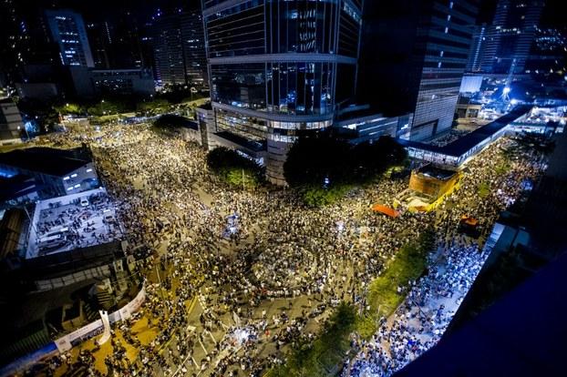 Từ Hong Kong nhìn về Việt Nam