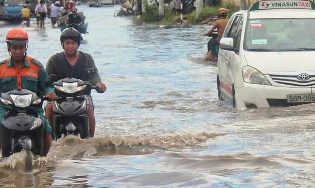 Người Sài Gòn tập sống chung với lũ lụt