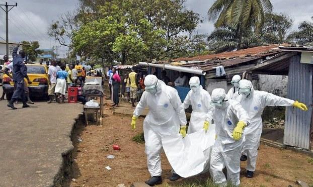 Y tá là đối tượng có nguy cơ nhiễm Ebola cao nhất