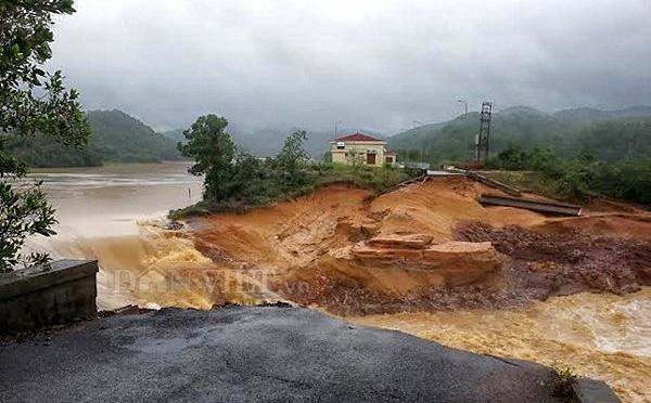Vỡ đập phụ Đầm Hà gần 5.000 dân bị cô lập ở Quảng Ninh