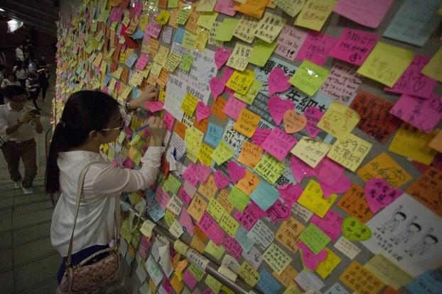 Hồng Kông: Công cụ đỏ, liên kết xã hội đen?