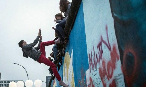 Không chỉ có một bức tường Berlin ô nhục
