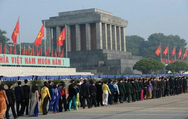 Đại biểu Quốc hội, các ông tướng và Hồ Chí Minh