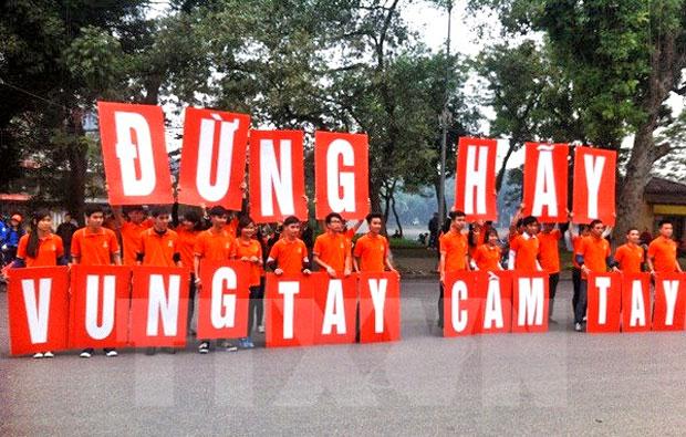 Thanh niên tham gia chiến dịch xóa bỏ bạo lực với phụ nữ và trẻ em