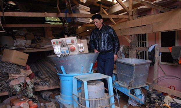 Nông dân tự chế máy xử lý phế phẩm nông nghiệp thành phân hữu cơ vi sinh