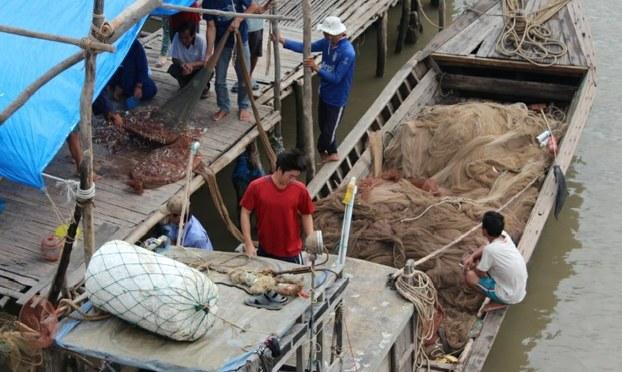 Nghề đan lưới mùa nước nổi