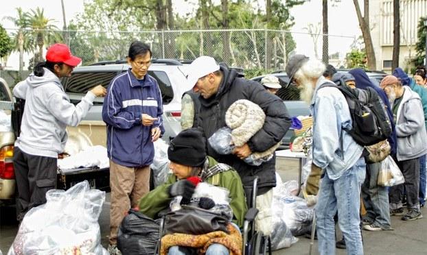 'Tay nối Tay' giúp người nghèo khó